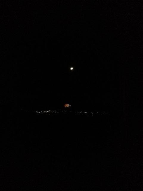 えんがわからの夜景と月と花火