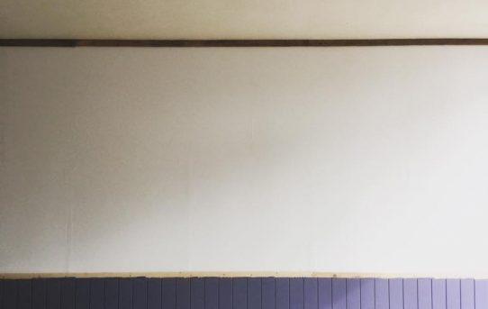 腰壁はオリジナルのブルーグレーで塗装