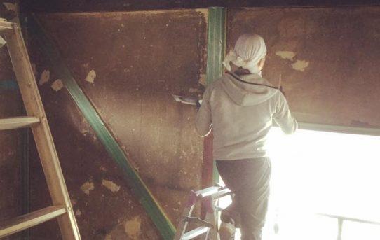 まずは二階の壁塗りから!