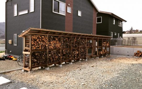 家族で薪小屋作りキャンプ&バーベキュー