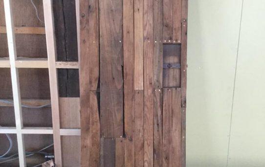 トイレの古建具を古材でリメイク