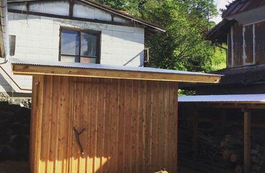物置小屋とオフグリッドソーラーシステム