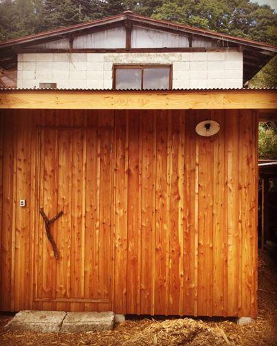 オフグリッドソーラーを屋根にのせた物置小屋作り