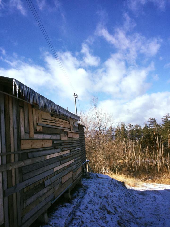 ツギハギの小屋とツララ