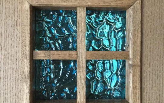 木製建具と格子の小窓