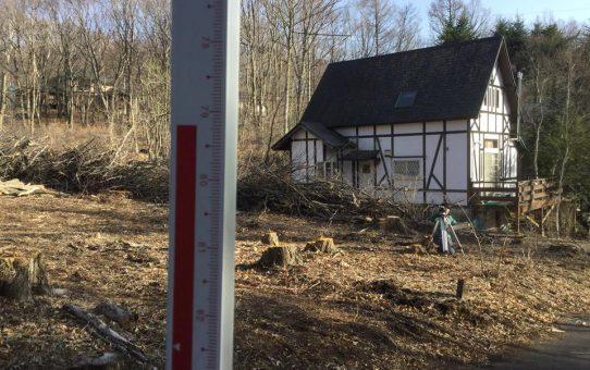軽井沢の森の中で小さな小屋作りから始まる壮大な計画