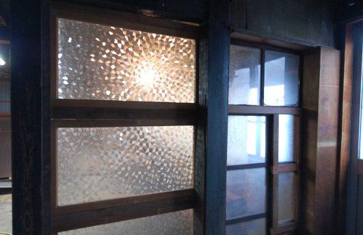 古建具と古ガラスと古材で作るノキロソーコ
