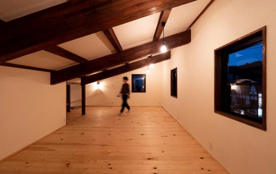 秘密基地的な小屋裏の子供部屋