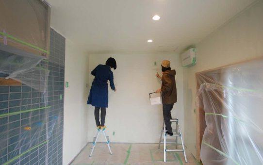 壁に絵を描くかのごとく、ペンキ塗りDIY