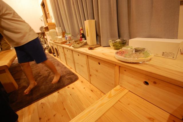 ベンチの下に収納と犬のオアシスを作る。