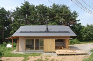 大自然で自然素材の家に暮らす