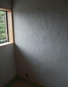 漆喰や火山灰をつかって、自分で壁塗りをしよう!