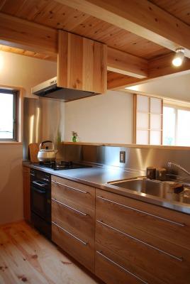 木のキッチンは主婦の城であり司令塔