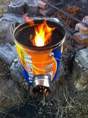 オイル缶とモミガラ炭でロケットコンロできました!
